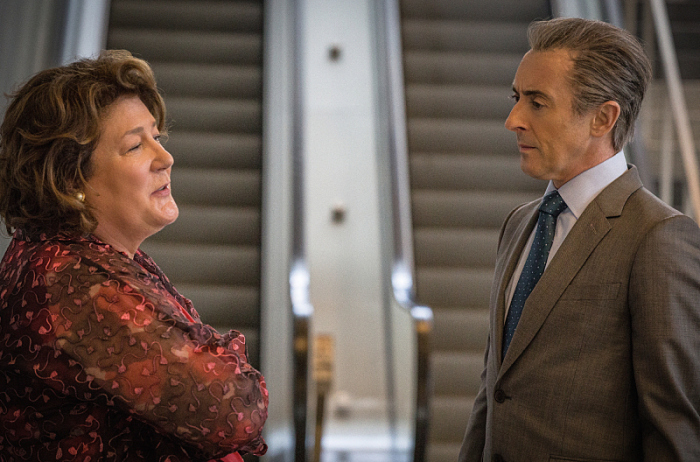 The Good Wife: Margo Martindale e Alan Cumming nell'episodio Bond