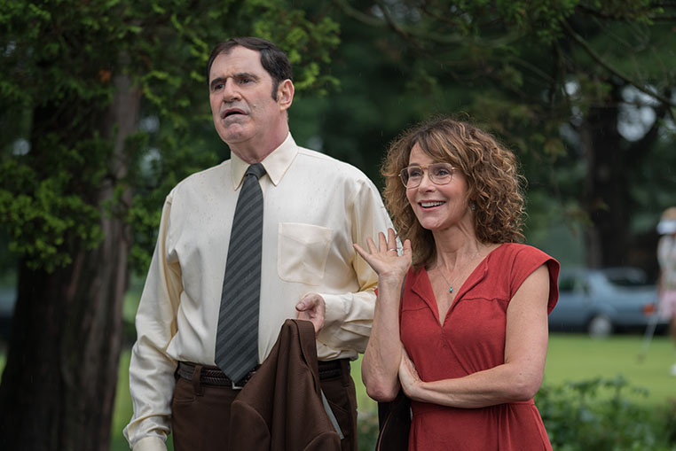 Red Oaks: Richard Kind e Jennifer Grey in una scena