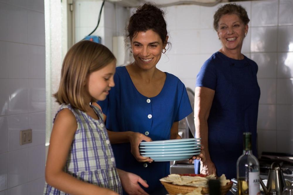 Era d'estate: Valeria Solarino, Sofia Langlet ed Elisabetta Piccolomini in una scena del film