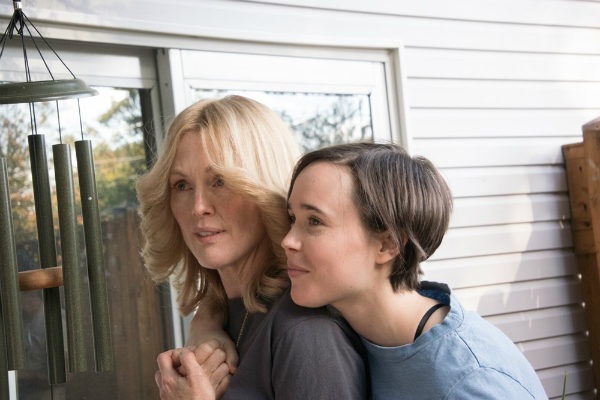 Freeheld - Amore, giustizia, uguaglianza: Julianne Moore ed Ellen Page in una scena del film