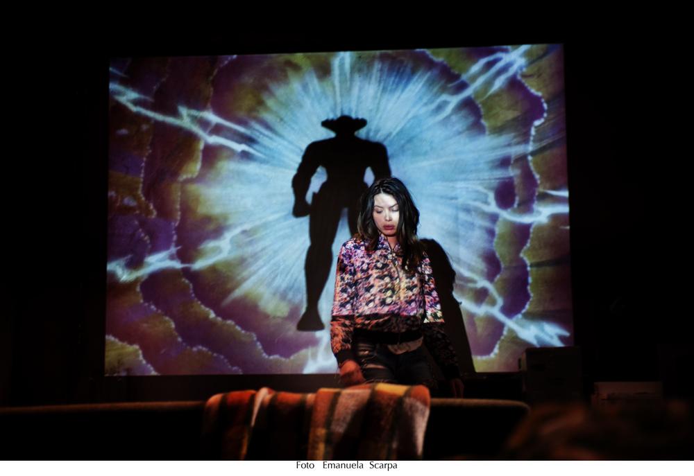 Lo chiamavano Jeeg Robot: Ilenia Pastorelli in una scena del film