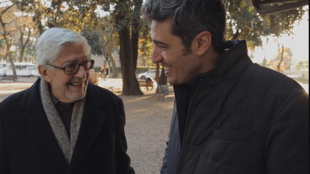 Ridendo e scherzando - Ritratto di un regista all'italiana: Ettore Scola e Pif in un'immagine del documentario
