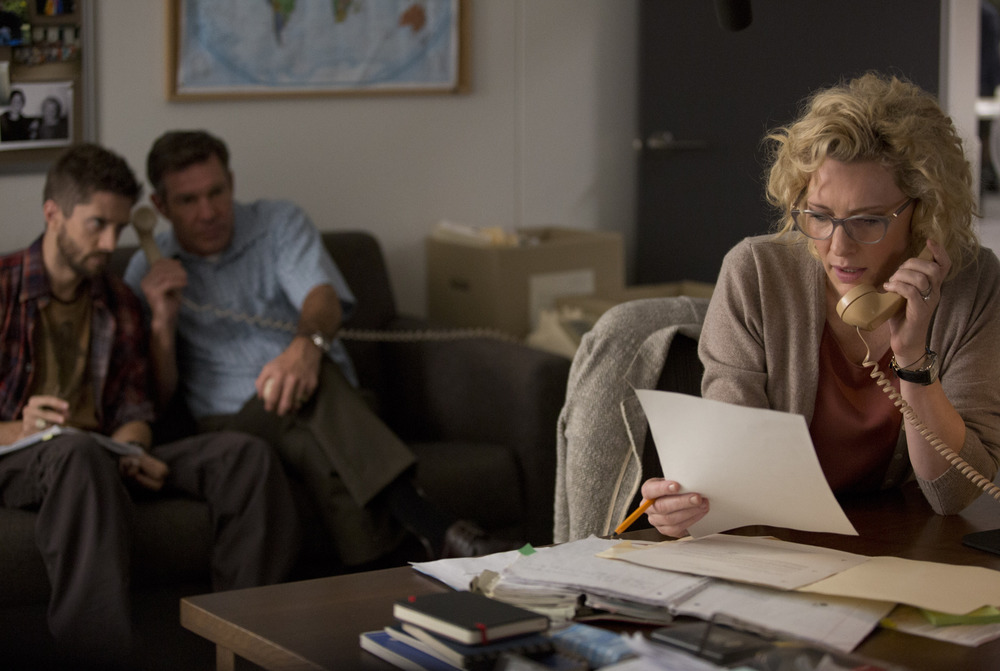Truth: Cate Blanchett e, sullo sfondo, Topher Grace e Dennis Quaid in una scena del film
