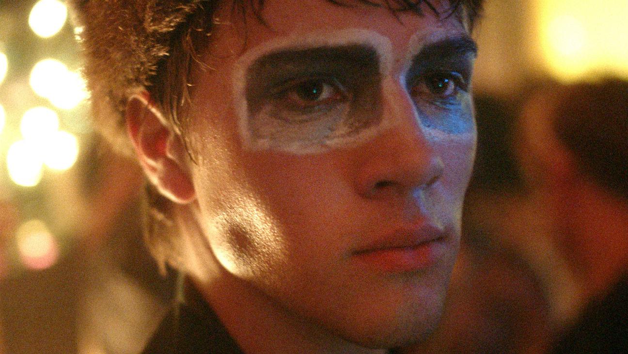 Closet Monster: Connor Jessup in un momento del film