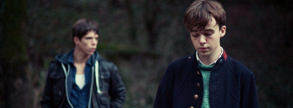 Departure: Alex Lawther e Phénix Brossard in una scena del film