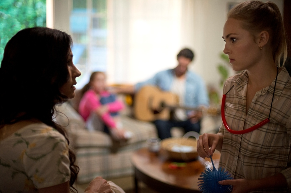 Jack of the Red Hearts: Annasophia Robb e Famke Janssen in una scena del film