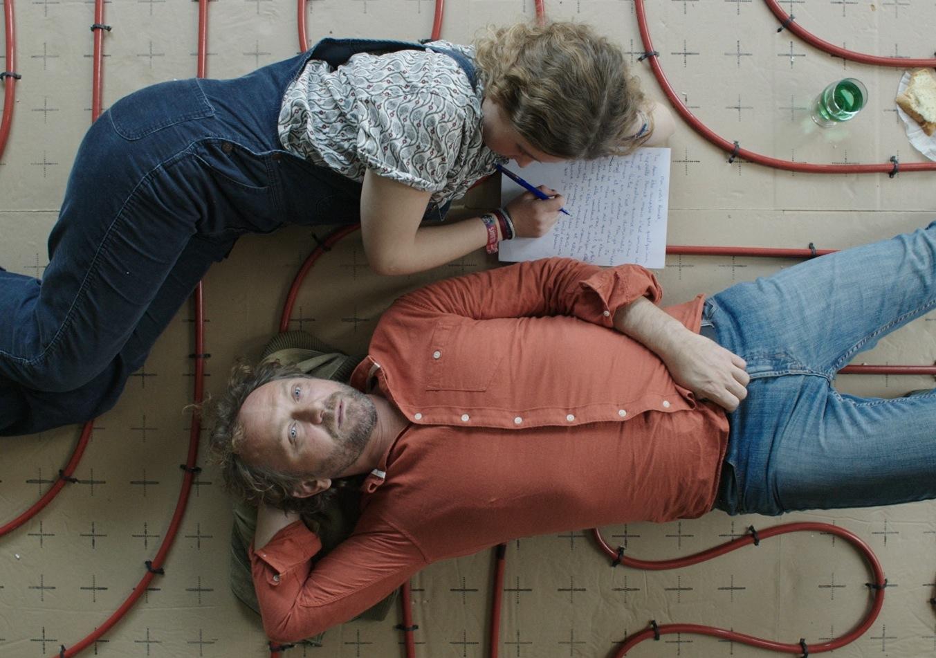Raging Rose: Andrzej Chyra e Liv Henneguier in una scena del film