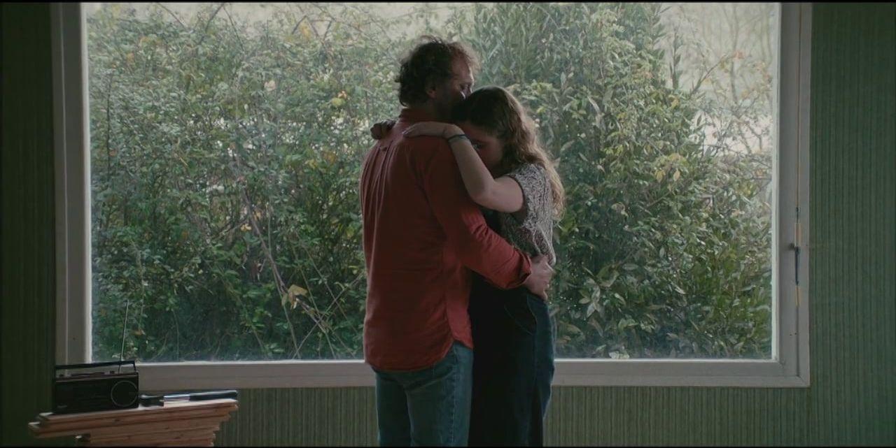 Raging Rose: Liv Henneguier e Andrzej Chyra abbracciati in una scena del film