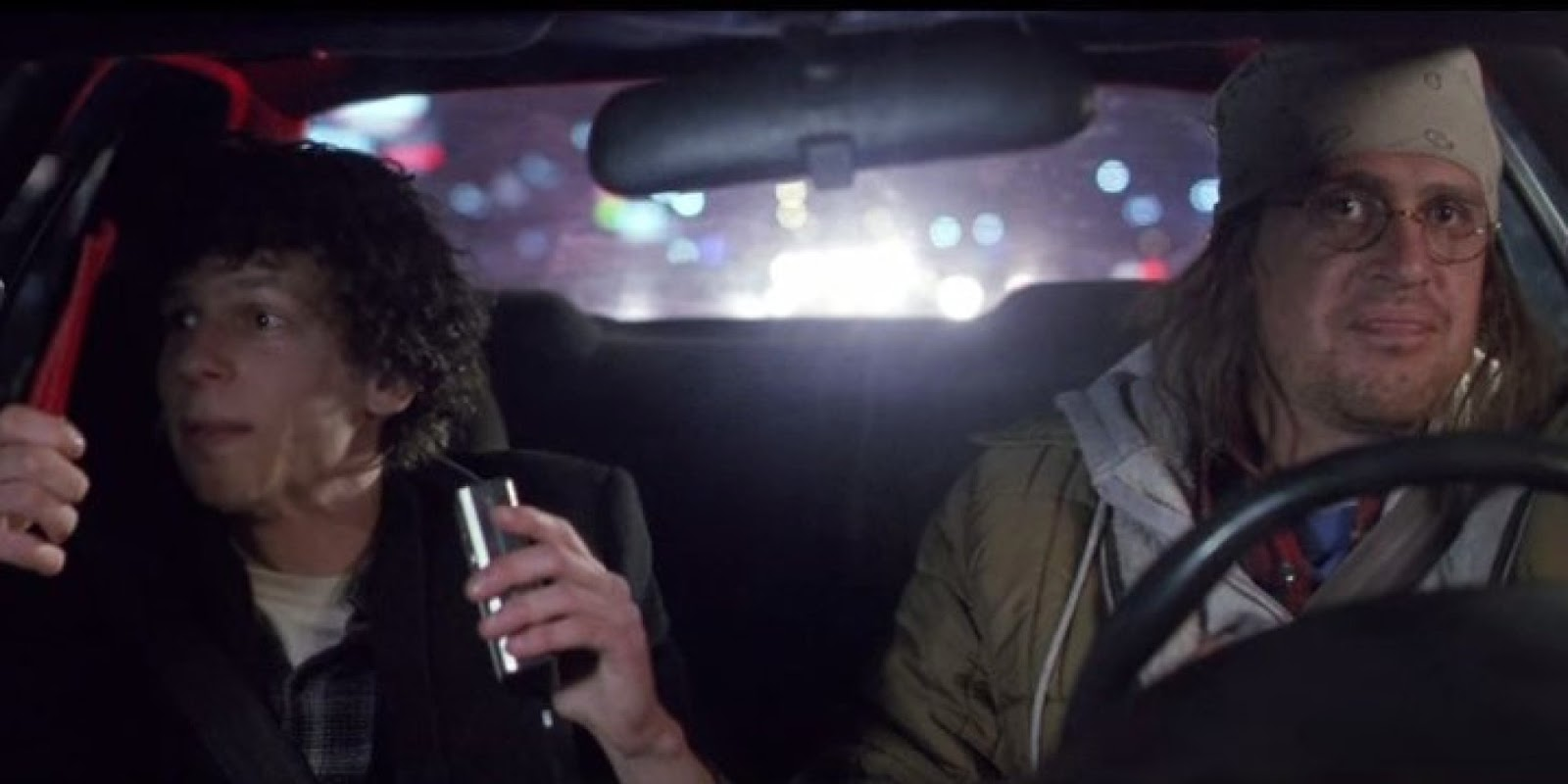 The End of the Tour: Jason Segel e Jesse Eisenberg in una scena del film