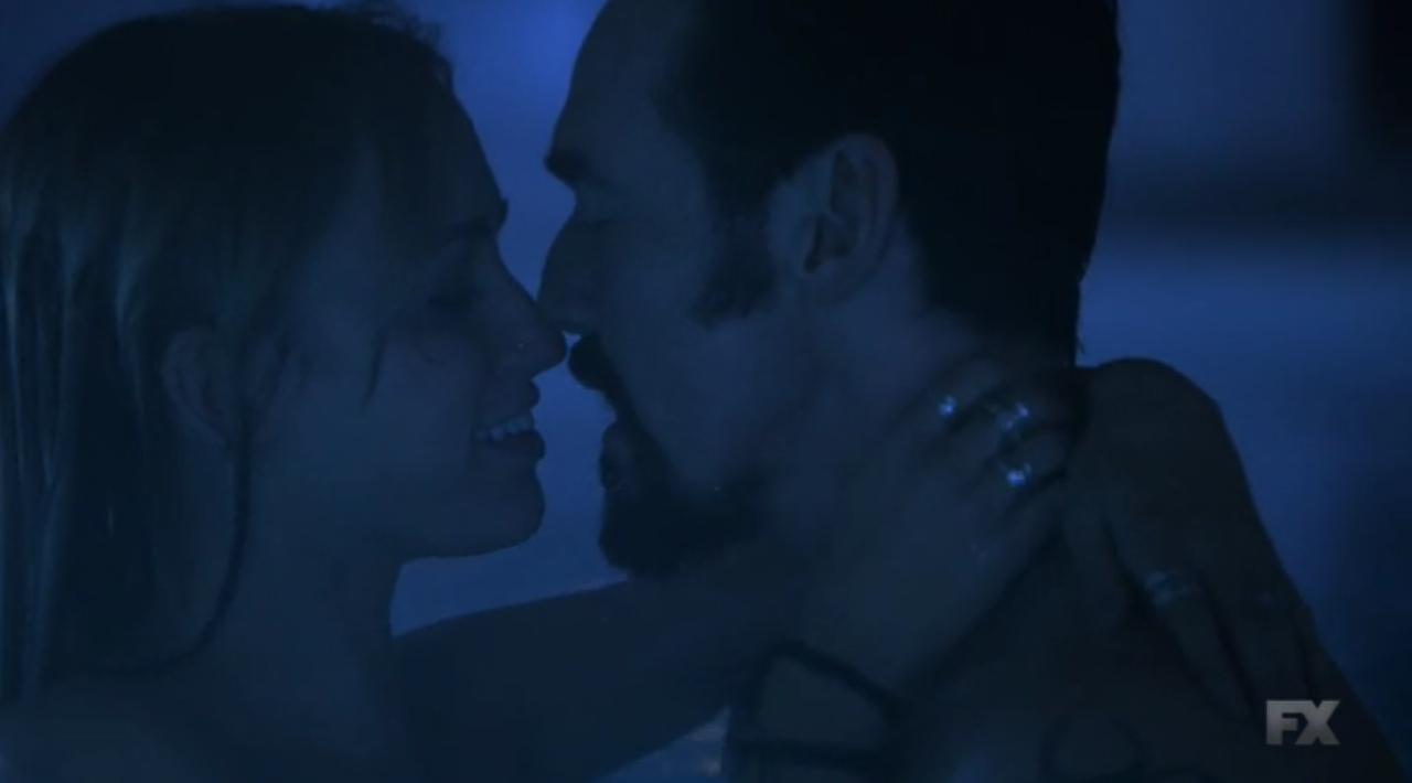 The Strain: Ruta Gedmintas e Kevin Durand in una scena della seconda stagione