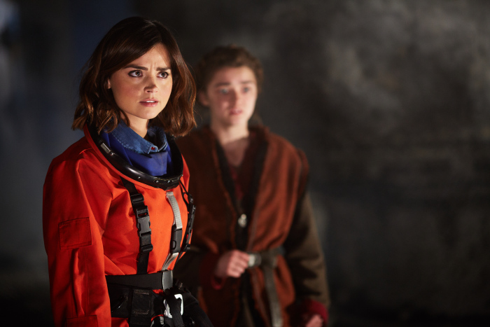 Doctor Who: una foto che ritrae Jenna-Louise Coleman e Maisie Williams in The Girl Who Died
