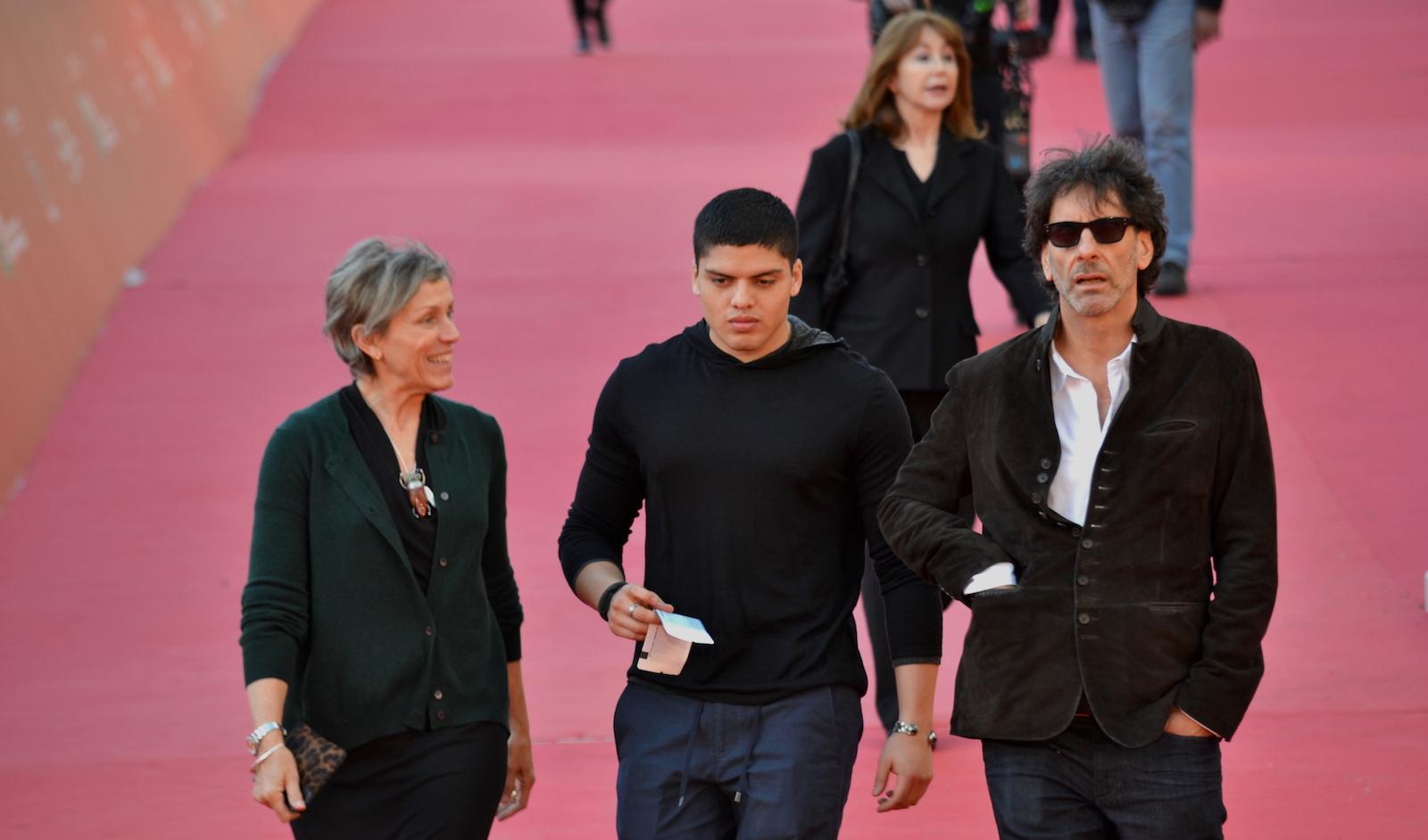 Roma 2015: Joel Coen e Frances McDormand mentre attraversano il red carpet