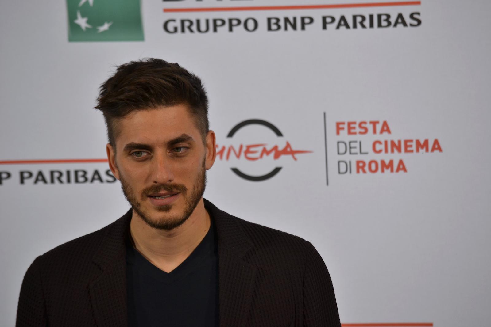 Roma 2015: Luca Marinelli in uno scatto al photocall di Lo chiamavano Jeeg Robot