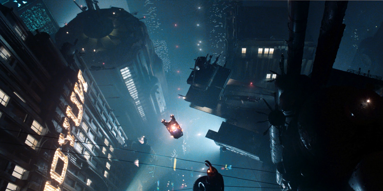 Una sequenza di BLADE RUNNER