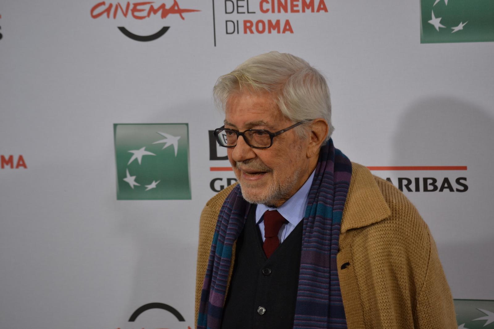 Roma 2015: Ettore Scola sorride al photocall di Ridendo e Scherzando