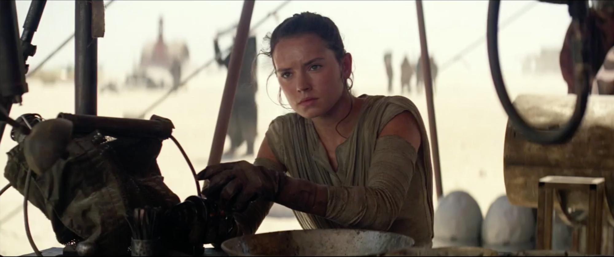 Star Wars: Episodio VII - Il risveglio della Forza: Daisy Ridley nel trailer finale del film