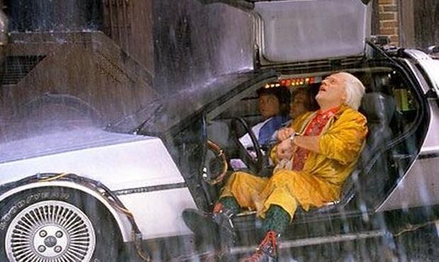 Ritorno al futuro 2: Michael J. Fox e Christopher Lloyd in una scena del film