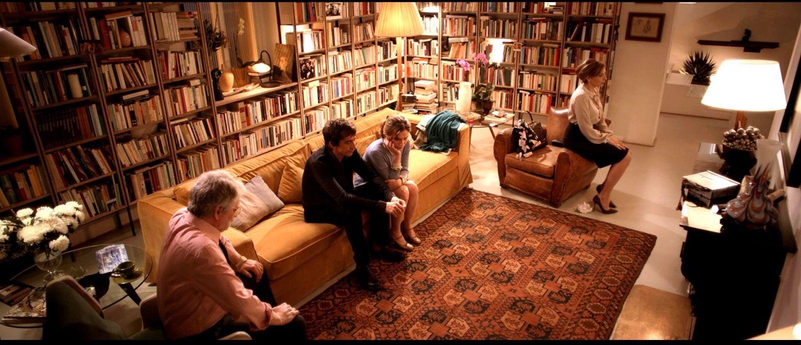 Dobbiamo parlare: Isabella Ragonese, Fabrizio Bentivoglio, Sergio Rubini e Maria Pia Calzone in un'immagine del film