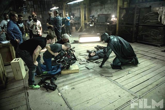 Batman v Superman: Dawn of Justice - Ben Affleck atterra un nemico sul set