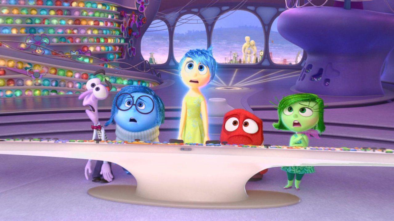 Riley's First Date: le emozioni della mente di Riley in una scena del corto Pixar