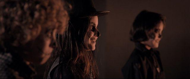 Tales of Halloween: un gruppo di giovani mascherati