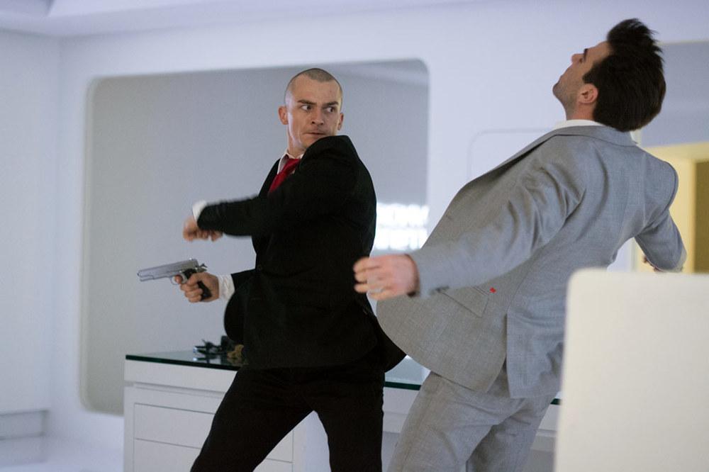 Hitman: Agent 47, uno scontro tra Rupert Friend e Zachary Quinto