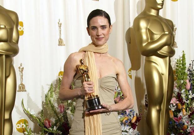 Jennifer Connelly con l'Oscar vinto per A Beautiful Mind