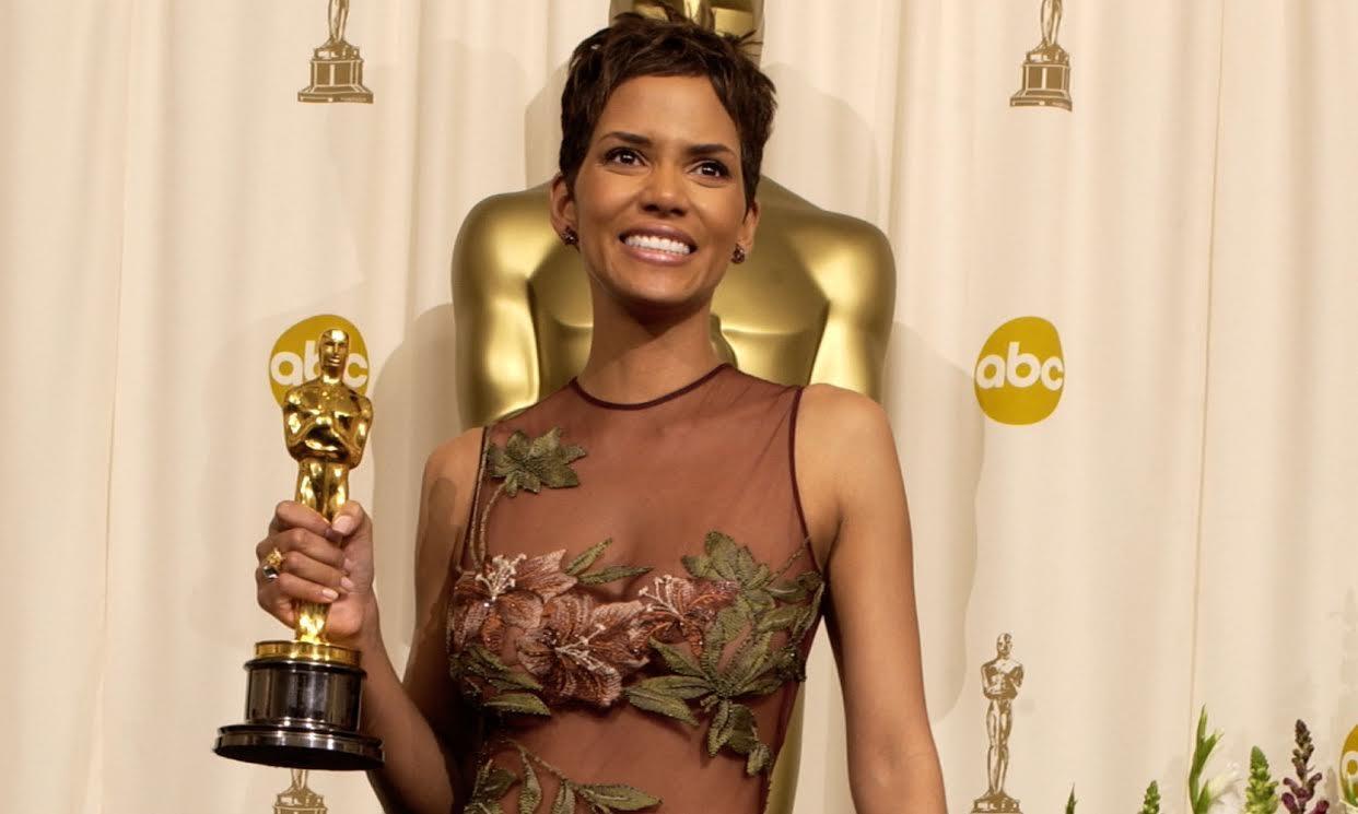 Halle Berry con l'Oscar vinto per Monster's Ball
