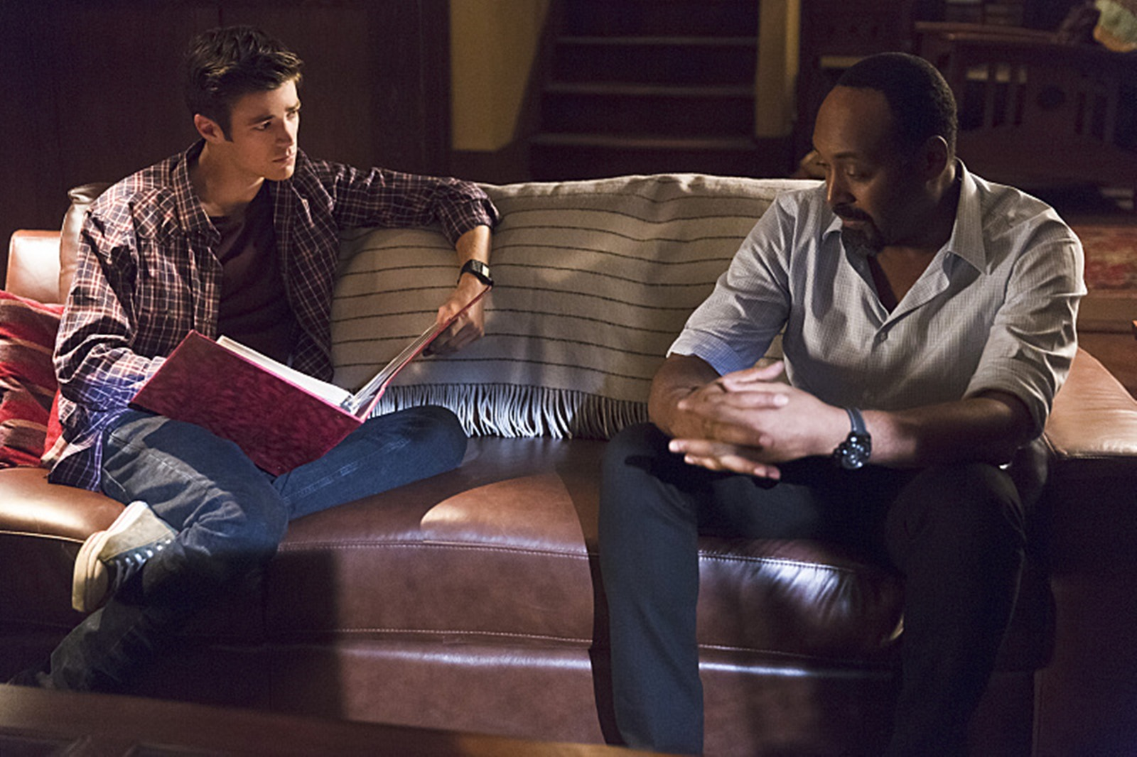 The Flash: Grant Gustin e Jesse L. Martin in Family of Rogues