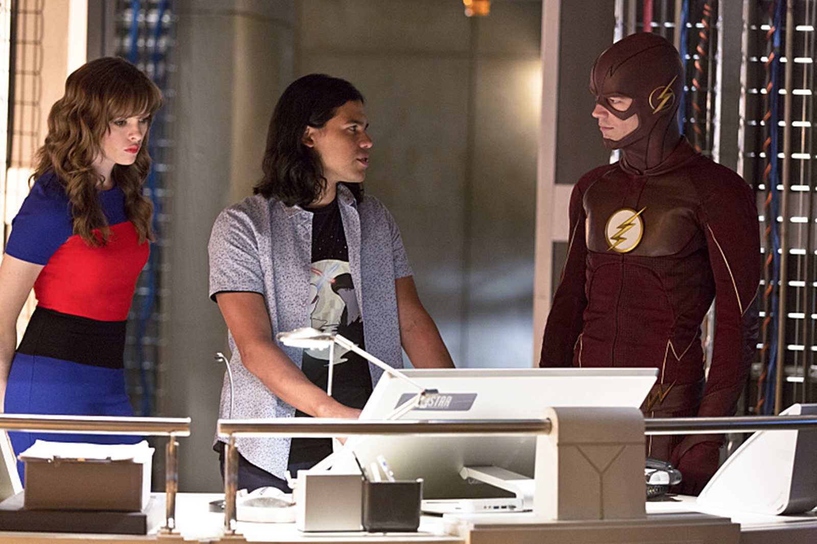 The Flash: Danielle Panabaker, Carlos Valdes e Grant Gustin in Family of Rogues