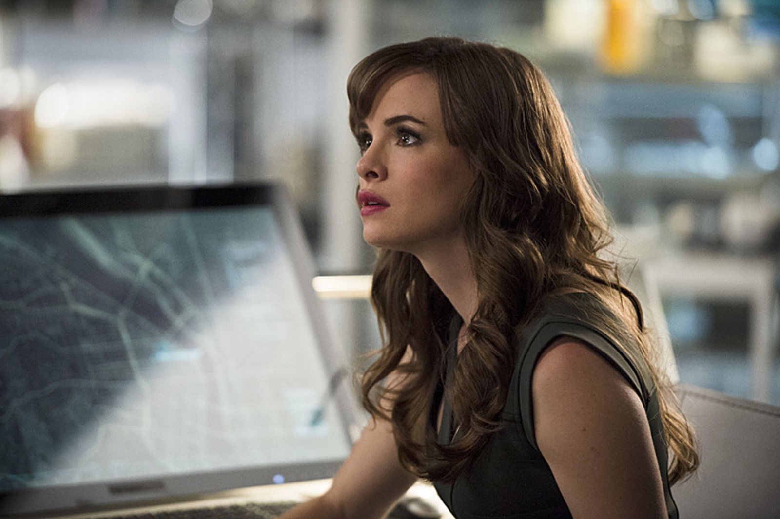 The Flash: Danielle Panabaker in una foto dell'episodio The Fury of Firestorm