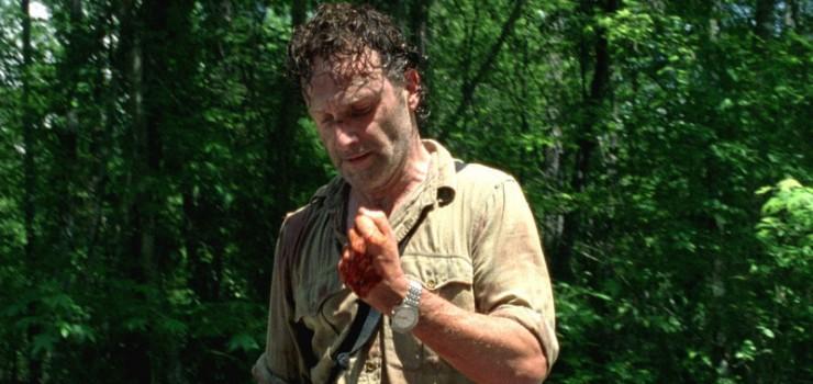 The Walking Dead: Rick (Andrew Lincoln) ha un problema alla mano nell'episodio Grazie