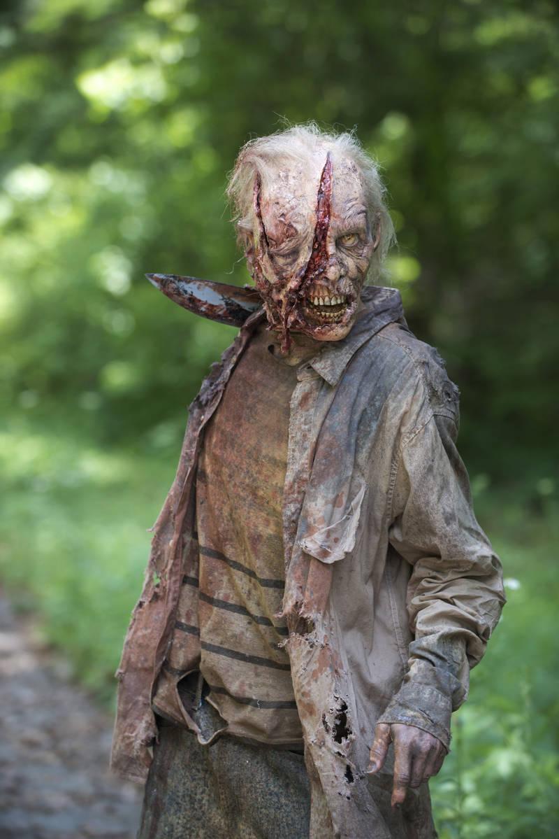 The Walking Dead: uno dei walker apparsi nella puntata intitolata Grazie