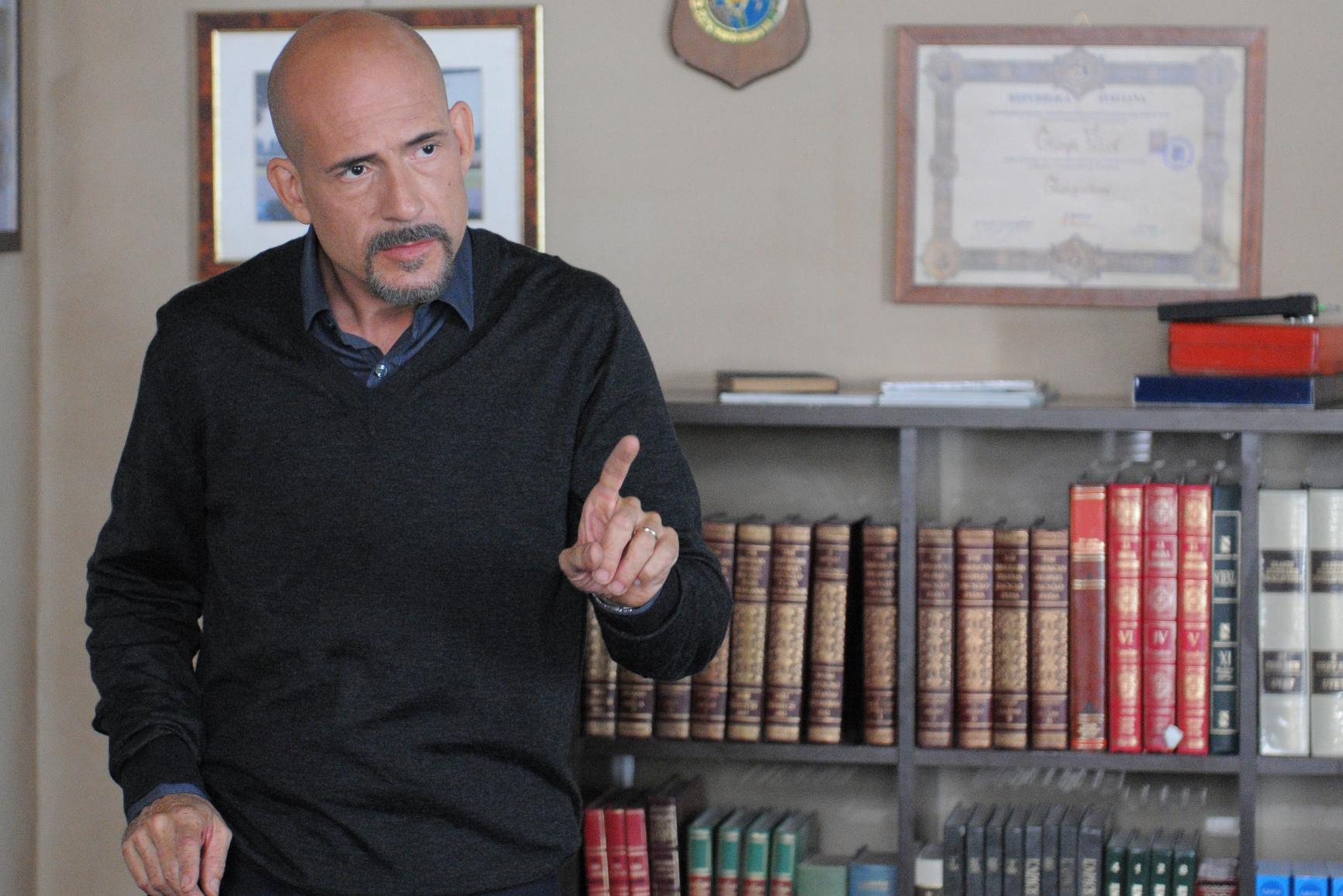 I misteri di Laura: Gianmarco Tognazzi in una scena