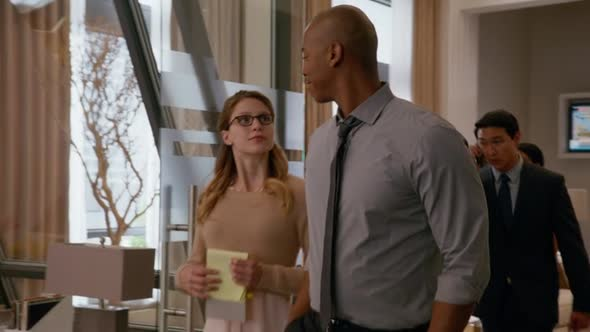 Supergirl: la protagonista Melissa Benoist in una scena del pilot