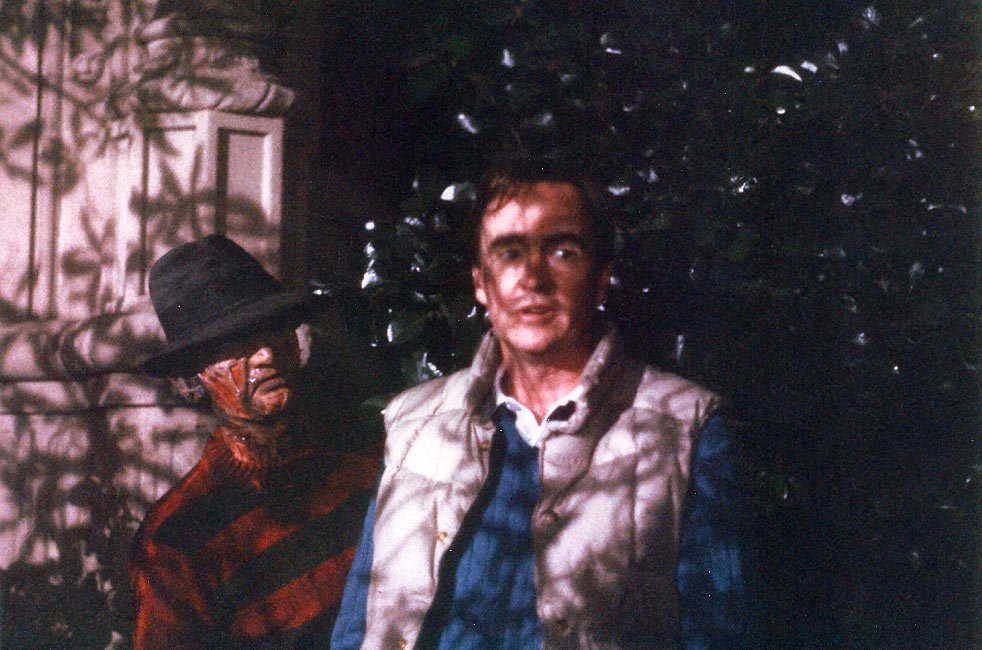 Wes Craven e Robert Englund sul set di Nightmare