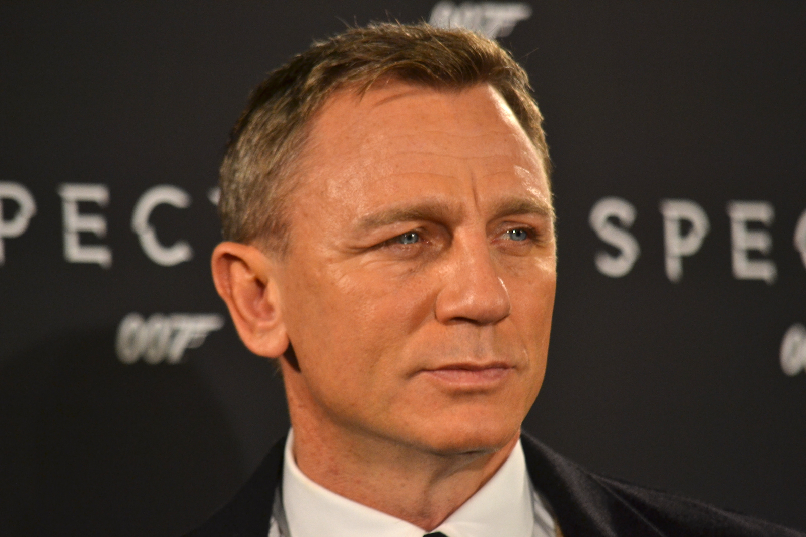 Daniel Craig sorridente al photocall di Spectre