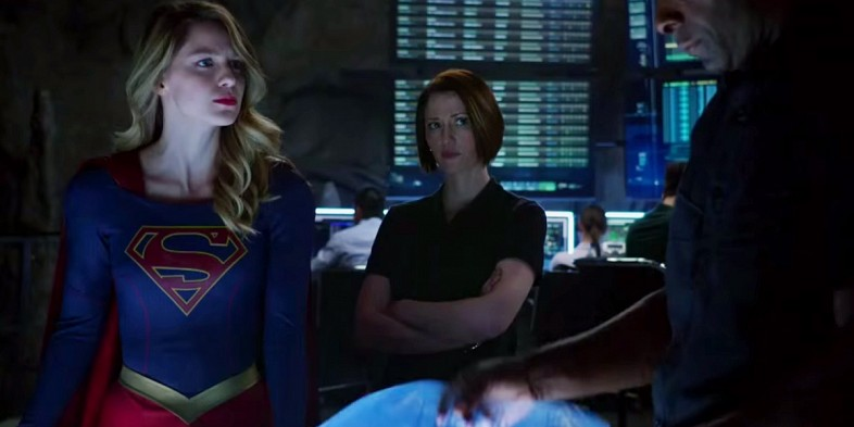 Supergirl: le attrici Melissa Benoist e Chlyer Leigh in una scena del pilot