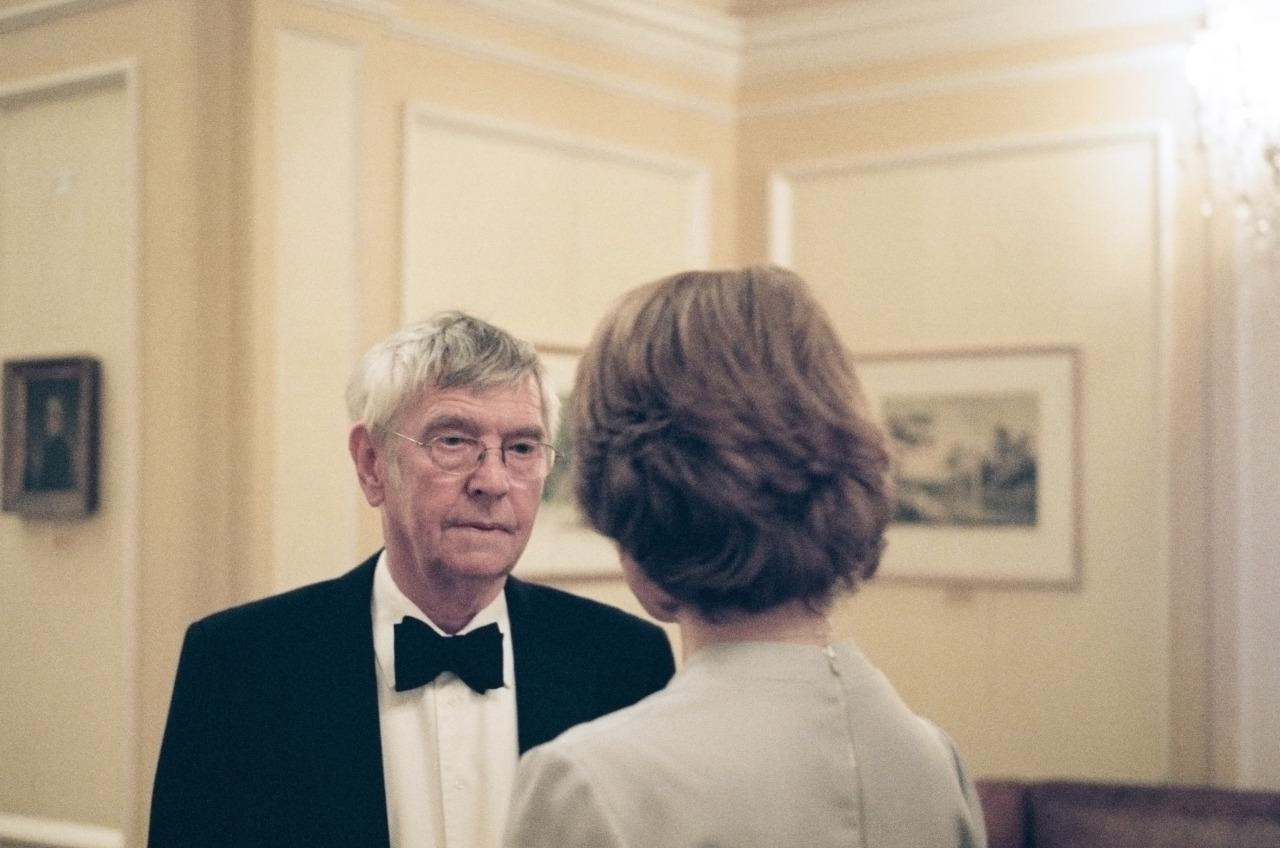 45 anni: Tom Courtenay e Charlotte Rampling (di spalle) in una scena del film
