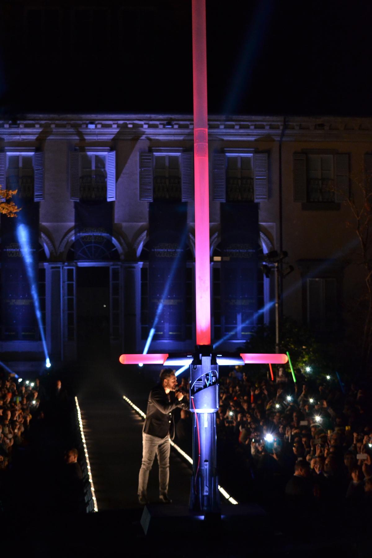 Lucca 2015: la spada di Kylo Ren alta 5 metri