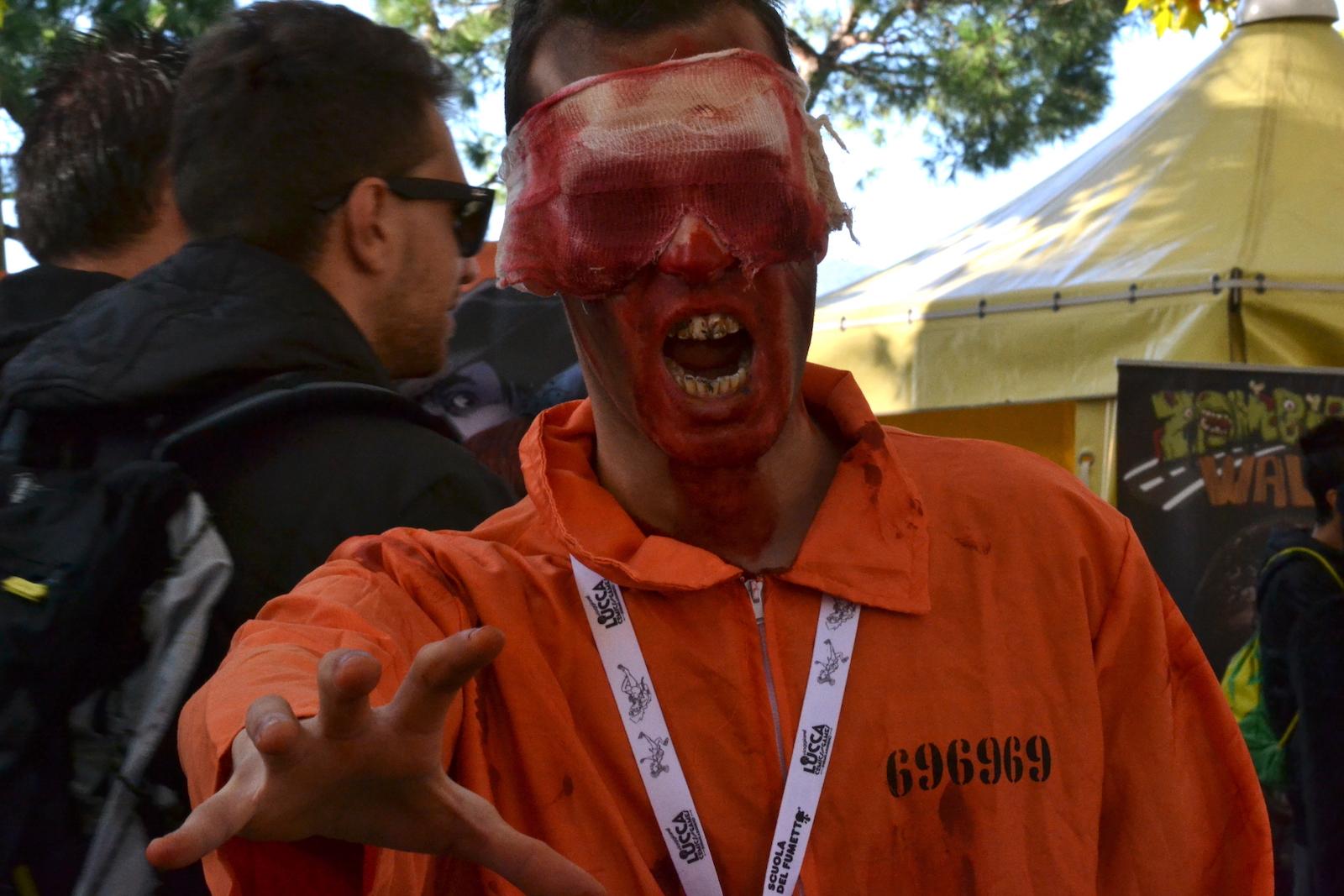 Lucca 2015:  cosplay da prigioniero zombie