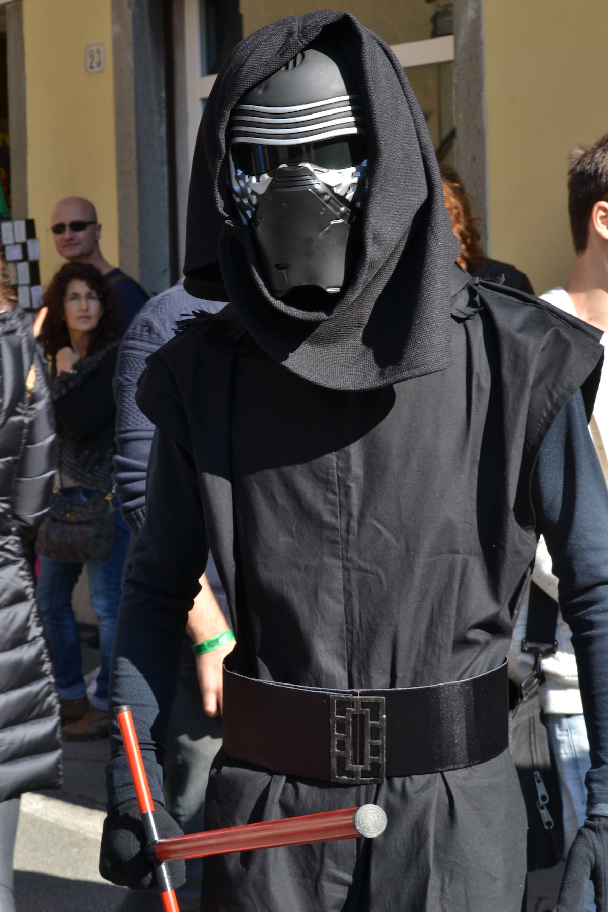 Lucca 2015: cosplayer di Kylo Ren per le vie di Lucca