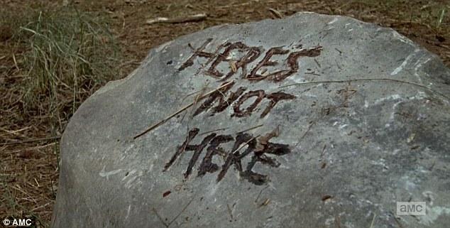 The Walking Dead: una foto dell'episodio Qui non è qui
