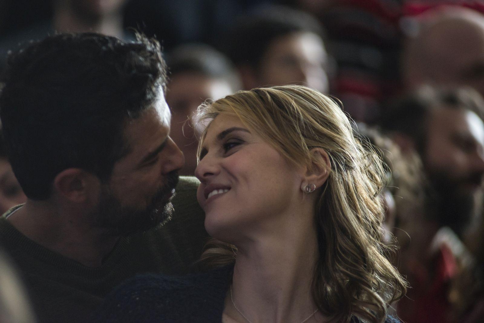 Gli ultimi saranno ultimi: Paola Cortellesi e Alessandro Gassman insieme in una scena del film
