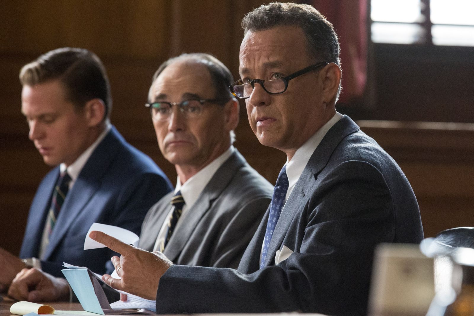 Il ponte delle spie: Tom Hanks e Mark Rylance in una scena del film
