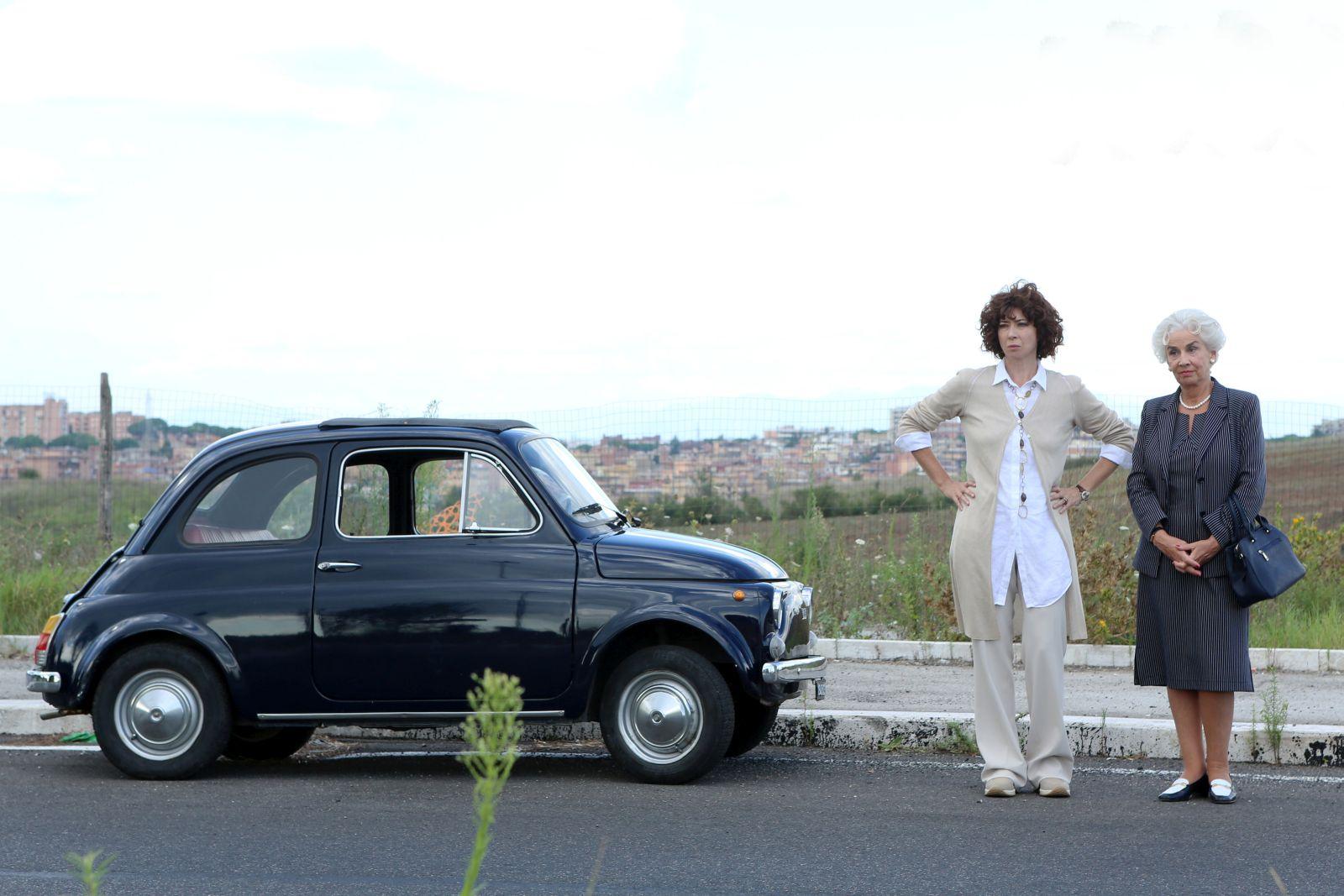 Né Giulietta né Romeo: Veronica Pivetti e Pia Engleberth in una scena del film