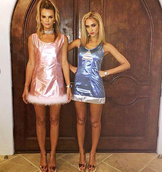 Jessica Alba e Kelly Sawyer come Romi e Michelle, per Halloween 2015