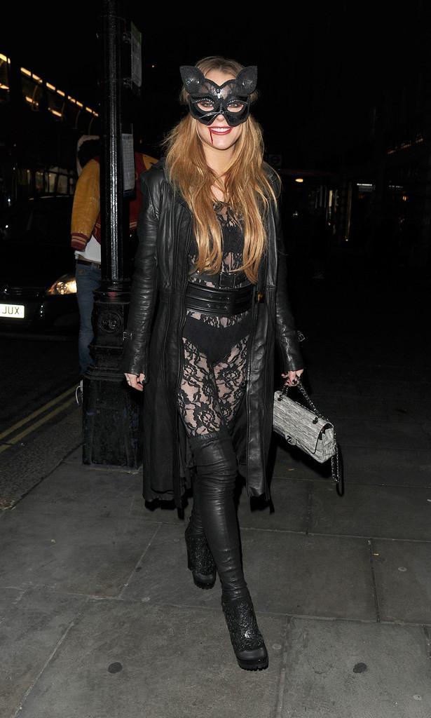 Lindsay Lohan vestita da Catwoman ad Halloween 2015