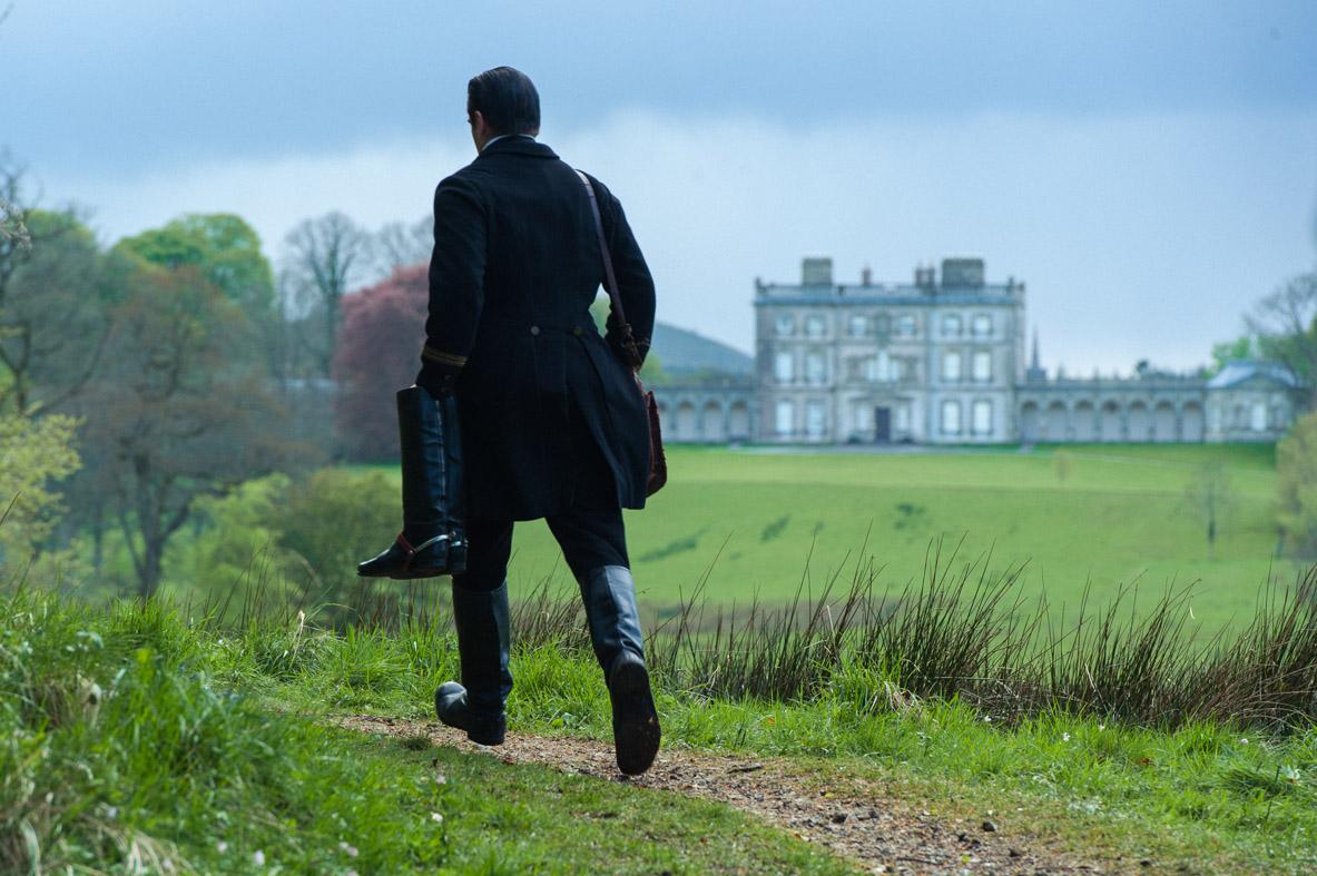 Miss Julie: Colin Farrell di spalle in una scena del film