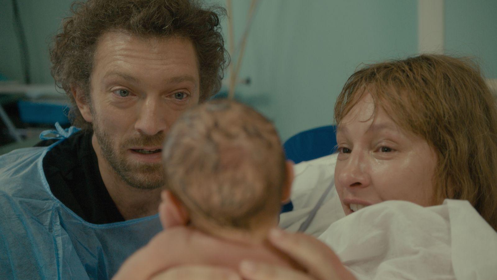 Mon roi - Il mio re: Emmanuelle Bercot e Vincent Cassel insieme con il figlio appena nato